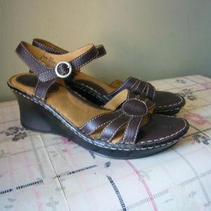b.o.c. Born Concept Brown Sandal Ankle strap 10 M